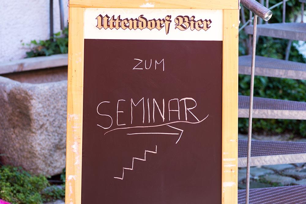 """Aufsteller """"zum Seminar"""""""