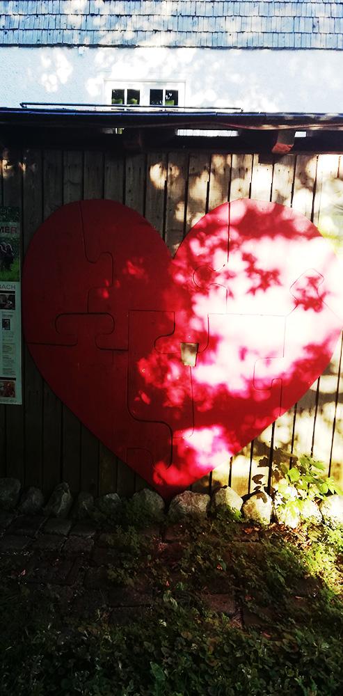 Herz auf einer Hütte