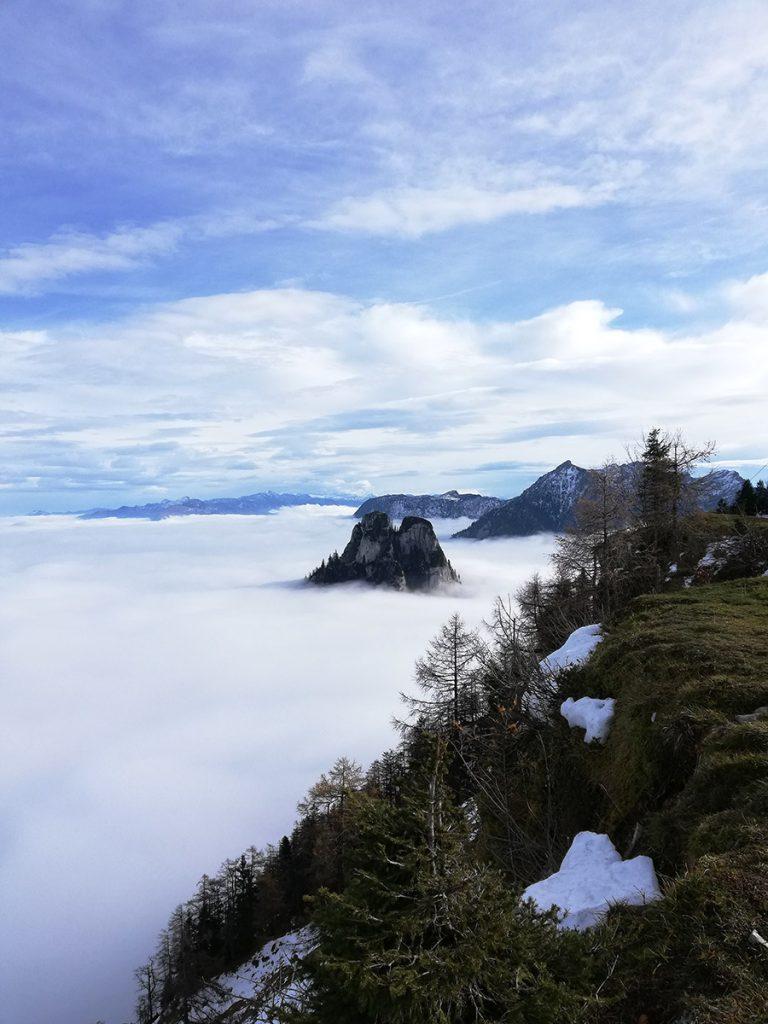 Die Spitze des Sparbers ragt aus dem Nebel heraus